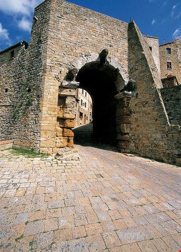 L'etrusca Porta all'Arco