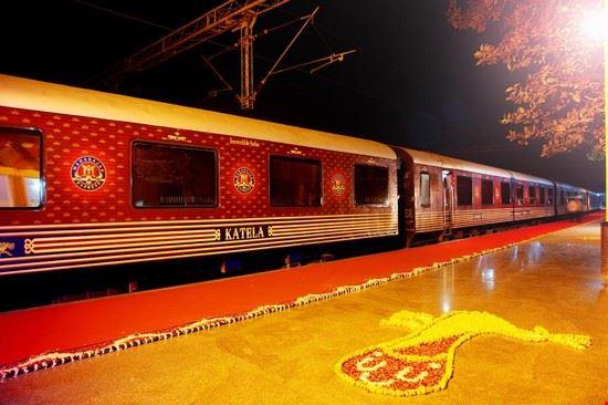 72387 agra maharajas express train