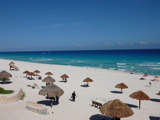 72526 cancun spiaggia dei delfini