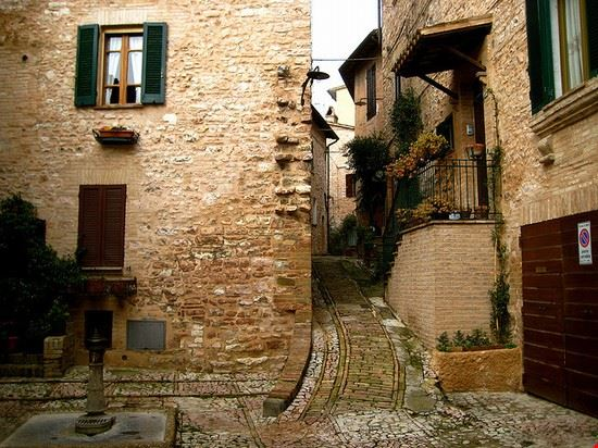 Foto vicoli a spello 550x412 autore redazione for Redazione italia