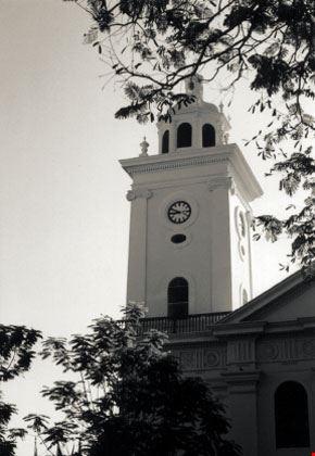Torre con orologio