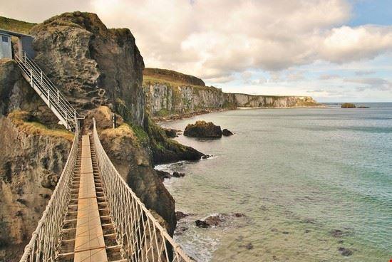 76075 carrick-a-rede carrick-a-rede rope bridge