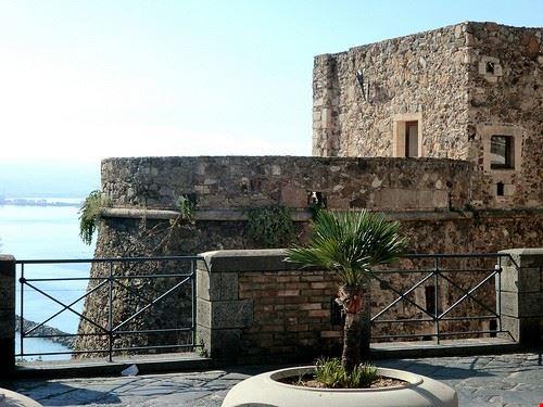76560  castello aragonese