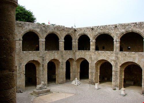 76817  museo archeologico