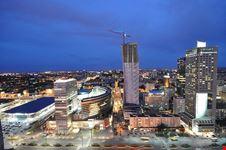 lo skyline con i grattacieli moderni
