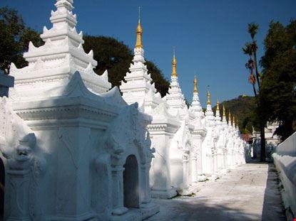 mandalay pagoda