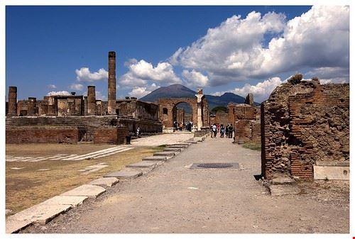 79001  pompei and ercolano