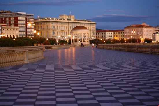 terrazza mascagni : Bilder und Fotos aus Livorno- 550x366 - Autore ...