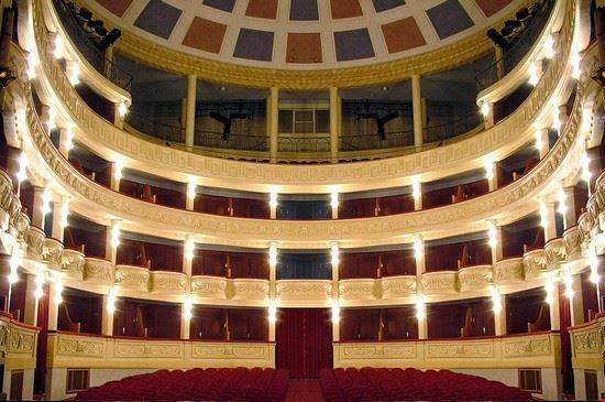 interno teatro G. Verdi