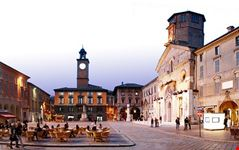 happy hour in piazza prampolini
