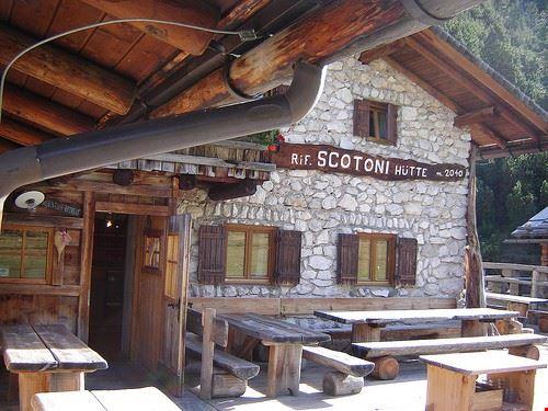 81320  rifugio scotoni