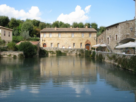 Foto bagno vignoni piazza delle sorgenti a san quirico d - Agriturismo bagno vignoni ...