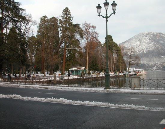 il parco e il lago annecy