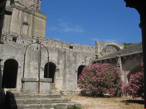 83457  abbazia di montmajour