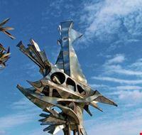 Galassiopea scultura in acciaio