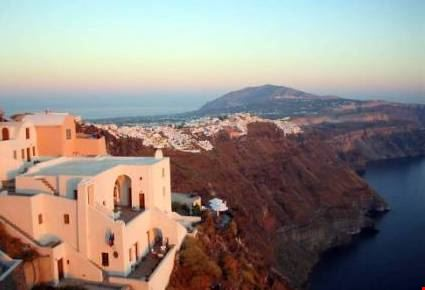 panorama del villaggio sull'isola di santorini