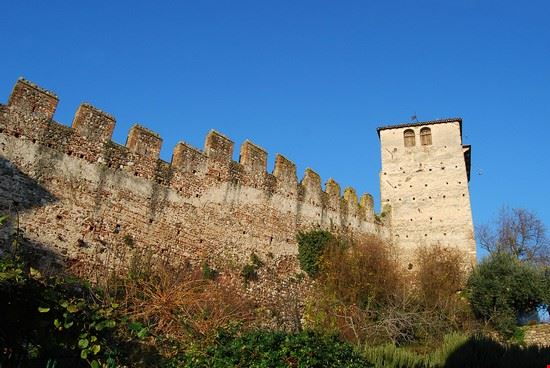 castello monzambano
