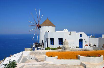 Foto Il Mulino A Vento A Santorini 425x280 Autore Redazione