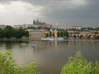 praga praga skyline del castello e della cattedrale