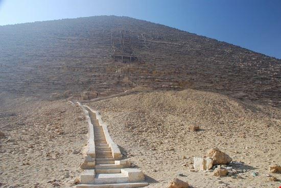 il cairo la piramide rossa a dashur