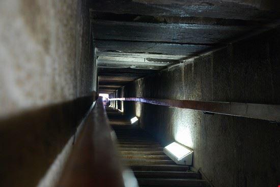 Foto Dentro La Piramide Rossa A Il Cairo 550x368