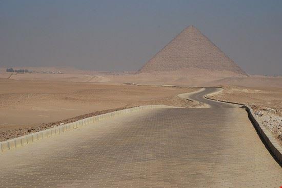 Verso la piramide rossa