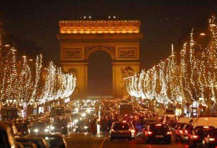 decorazioni di natale sugli champ-elysèes parigi