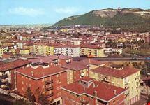 Panoramica del paese e sullo sfondo la basilica di S. Luca