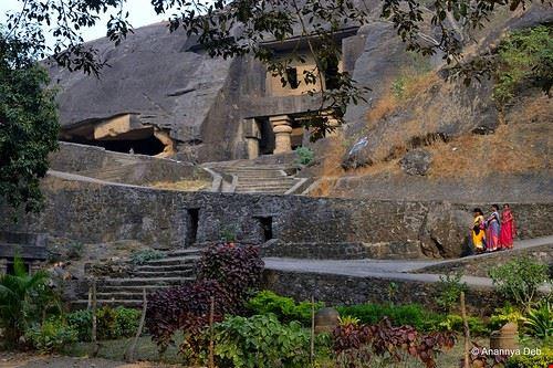 85794  kanheri caves