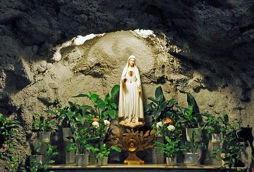 86107  cave church