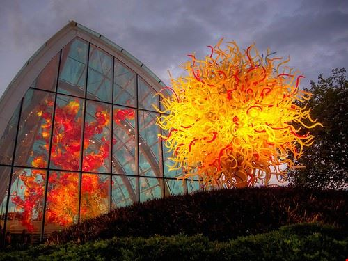 86940  chihuly garden and glass
