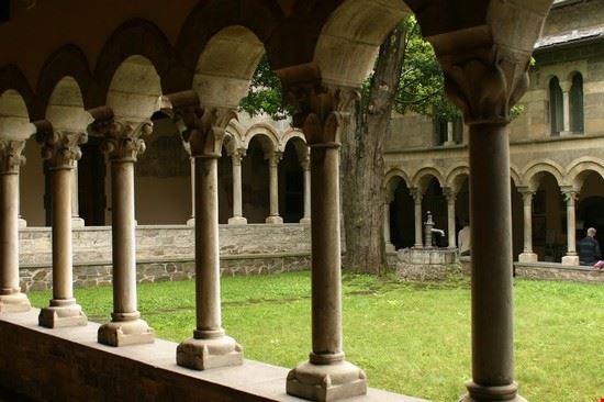 87708 chiostro dell abbazia di piona colico