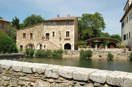 Foto bagno vignoni a san quirico d 39 orcia 550x365 - Bagno vignoni mappa ...