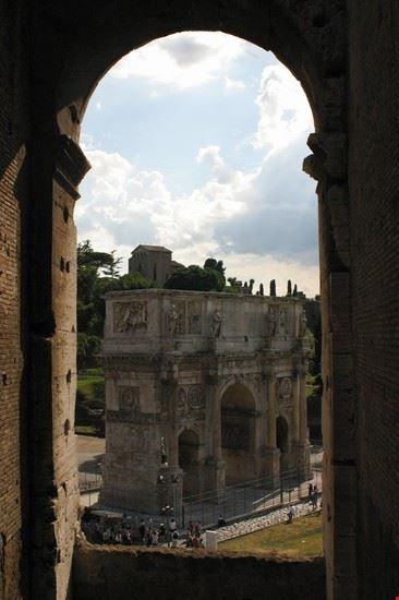 arco di tito  dal colosseo  roma