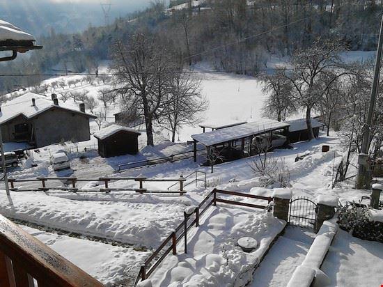 l'ultima  neve  ai 1000 metri sopra Aosta