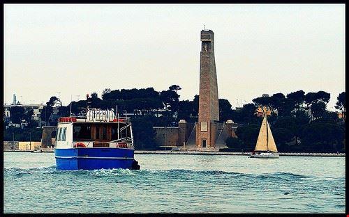 cima monumento al marinaio