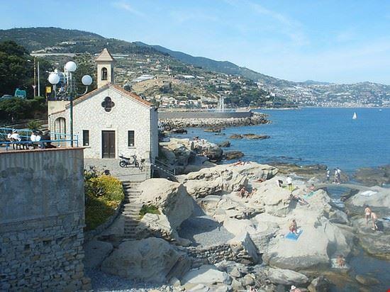 mare bordighera e chiesa