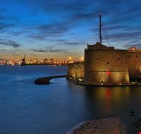 89293  il castello aragonese e le tombe a camera