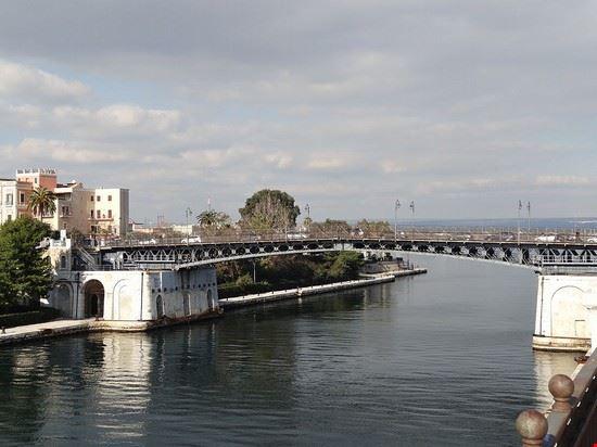 ponte girevole taranto