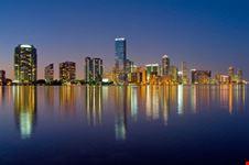 Lo skyline di Miami di notte