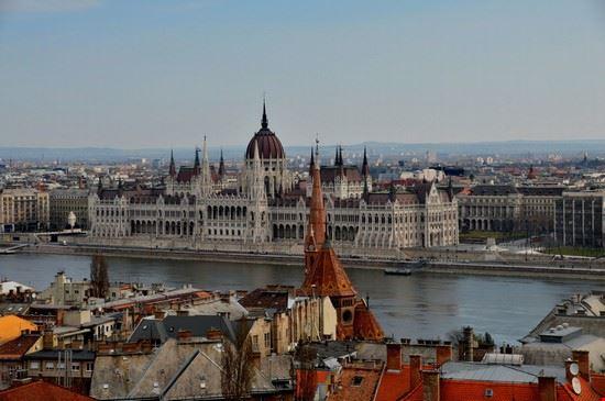 Foto budapest panorama con il palazzo del parlamento a for Immagini del parlamento