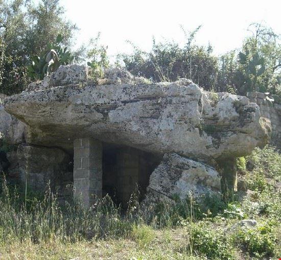 90054 avola dolmen avola