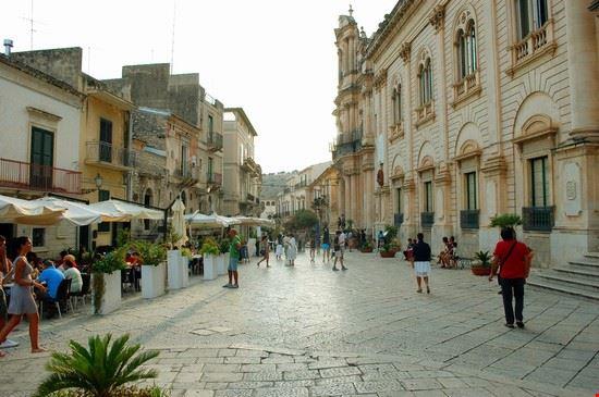 piazza municipio scicli