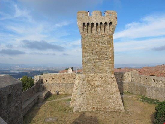Cortile e torretta della Rocca