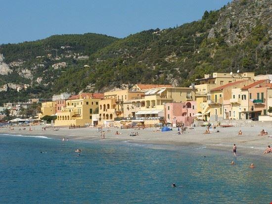 Matrimonio Spiaggia Varigotti : Baia dei saraceni finale ligure