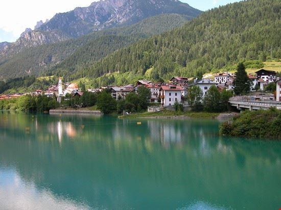 Il paese visto dalla diga.