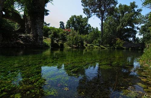Foto giardino di ninfa a latina 500x325 autore for Giardino di ninfa ristoranti