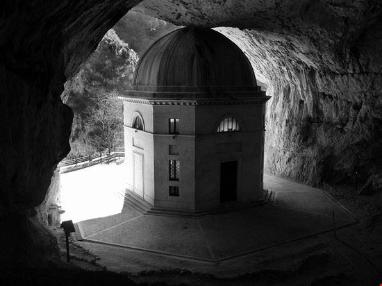 90875 genga grotta della vergine genga
