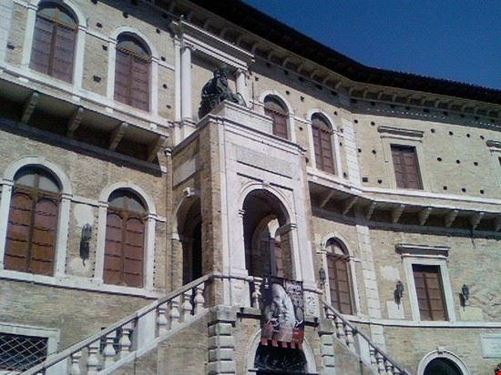 palazzo priori fermo