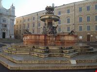 fontana maggiore loreto